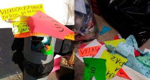 Rompen y tiran pancartas del SUTSMP en alcaldía de Pachuca