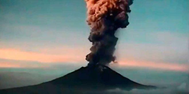 Emite 'Popo' exhalación de 4 kilómetros