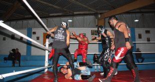 Costoso triunfo de luchadores hidalguenes en el deportivo