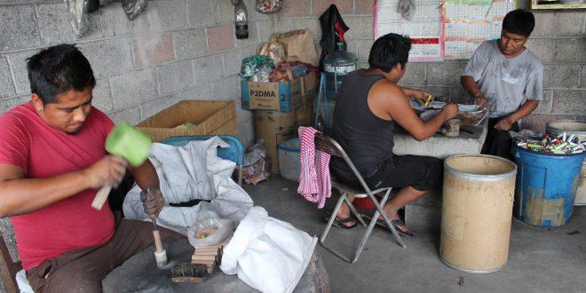 Coheteros de Ixmiquilpan solicitaron una reunión con la Dirección de Reglamentos y Espectáculos municipal a fin de controlar el número de vendedores