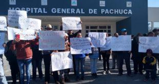 Protesta UNTA contra Insabi en el Hospital General de Pachuca