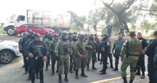 Detienen a oficiales en Tizayuca por fotos de armas